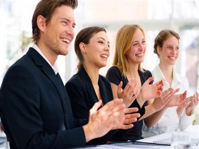 Lời khen giúp khích lệ tinh thần của nhân viên