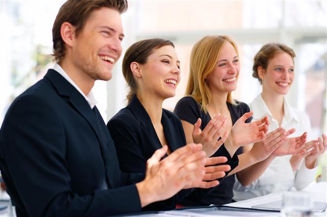 Khen ngợi và ghi nhận đóng góp của nhân viên để giữ chân người tài