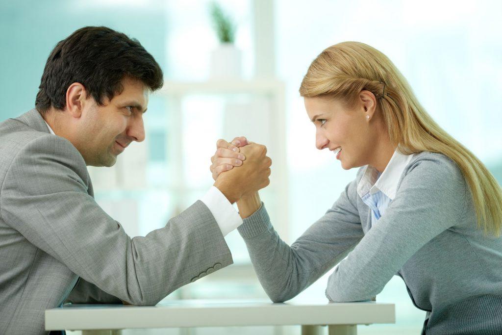 Làm gì khi đối thủ cạnh tranh là nhân viên cũ